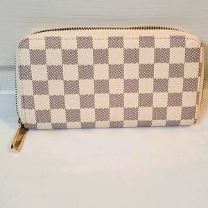 Checkered zip wallet